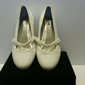 Girls Pearl Embellished White Sunday Shoes
